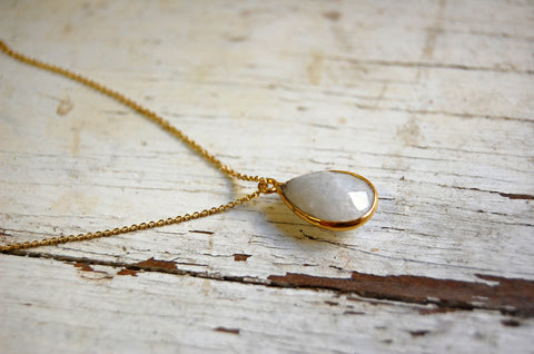 stone pendant necklace (white opaque)