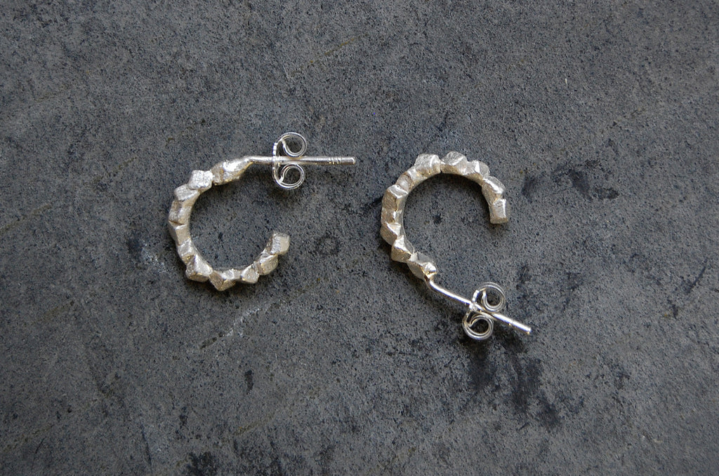 'rocas' c-hoop earrings (925 silver)