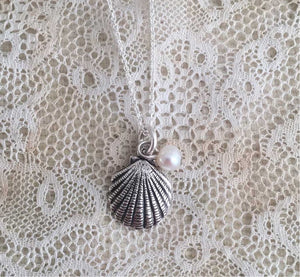 Shell and sweet water pearl necklace
