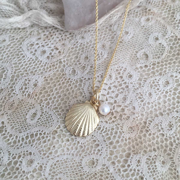 Shell and sweet water pearl necklace - gold plated