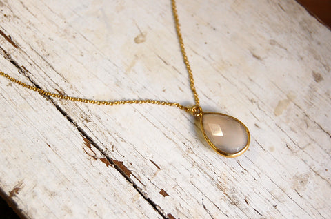 stone pendant necklace (cut moonstone )