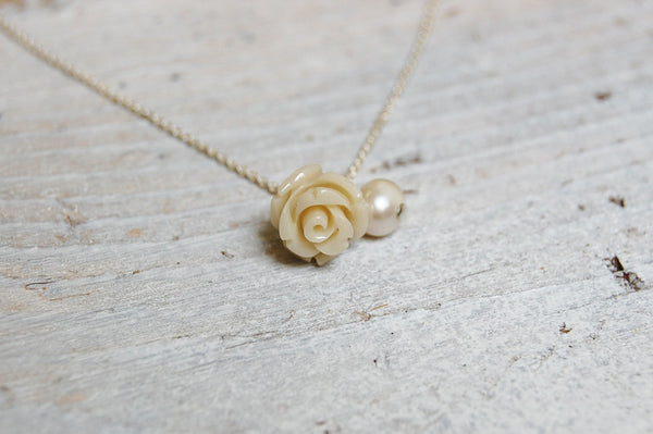 'white rose & pearl' necklace | 925 silver