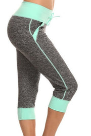 Moisture Resistant Capri Leggings with Pockets | Small/Medium / Mint | Activewear | JacksonsRunaway
