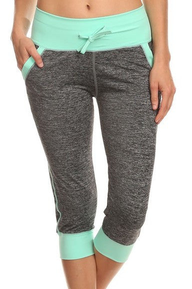 Moisture Resistant Capri Leggings with Pockets | Large/X-Large / Mint | Activewear | JacksonsRunaway