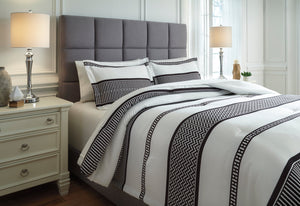 Masako Signature Design by Ashley Comforter Set King
