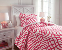 Load image into Gallery viewer, Loomis Signature Design by Ashley Comforter Set Twin