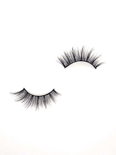 lightweight false eyelashes in the style kai from dotted cosmetics