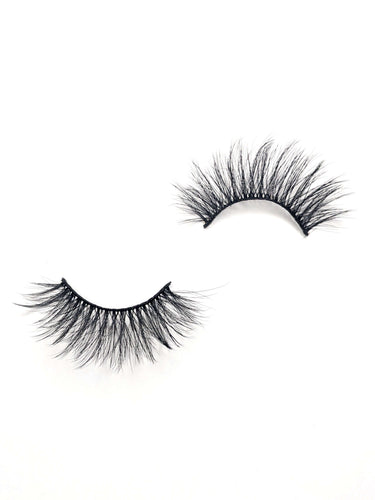 fluffy long false eyelashes in the style semira, from dotted cosmetics