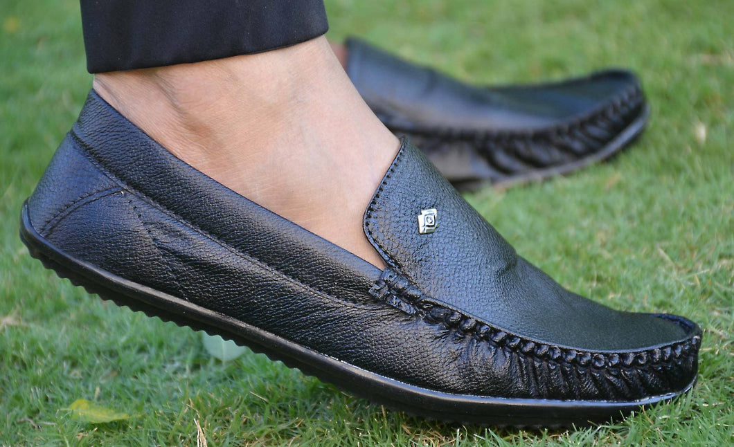 Elegant Black Solid Synthetic Leather Men's Loafers - vezzmart