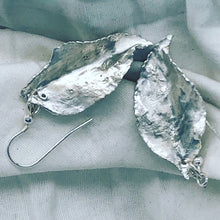 Load image into Gallery viewer, Earrings - delicate silver leaves