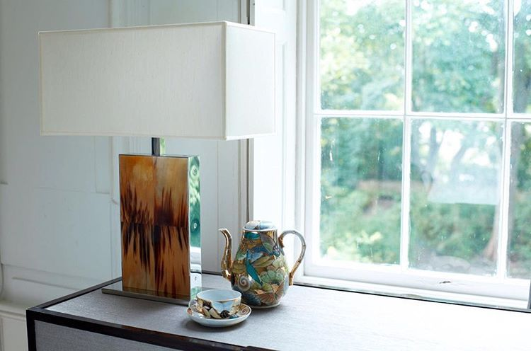 Rectangular horn lamp with teaset