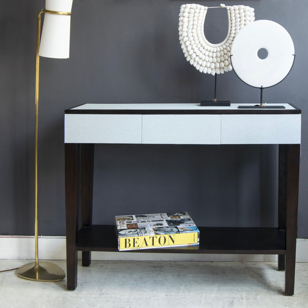 Deco Console table with white accessories, Mia floor lamp and art