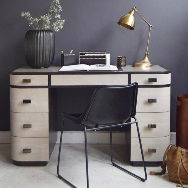 Deco Desk in Office Situation