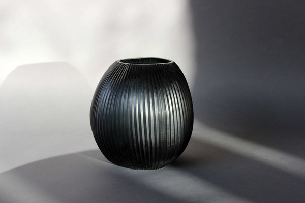 Medium Guaxs Nagaa Vase in shaddow