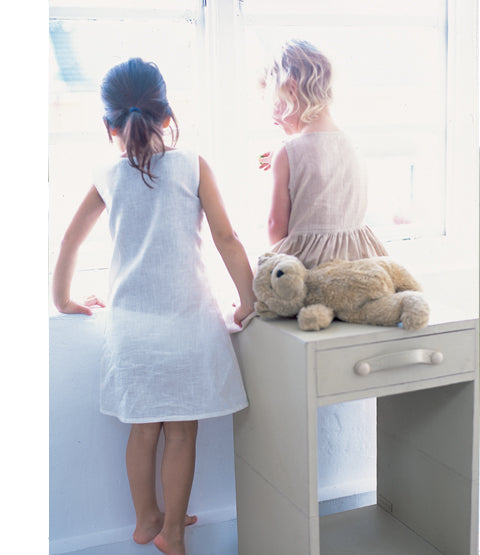 Havana side table cream with girls and teddy bear