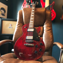Load image into Gallery viewer, Gibson Les Paul Studio Wine Red