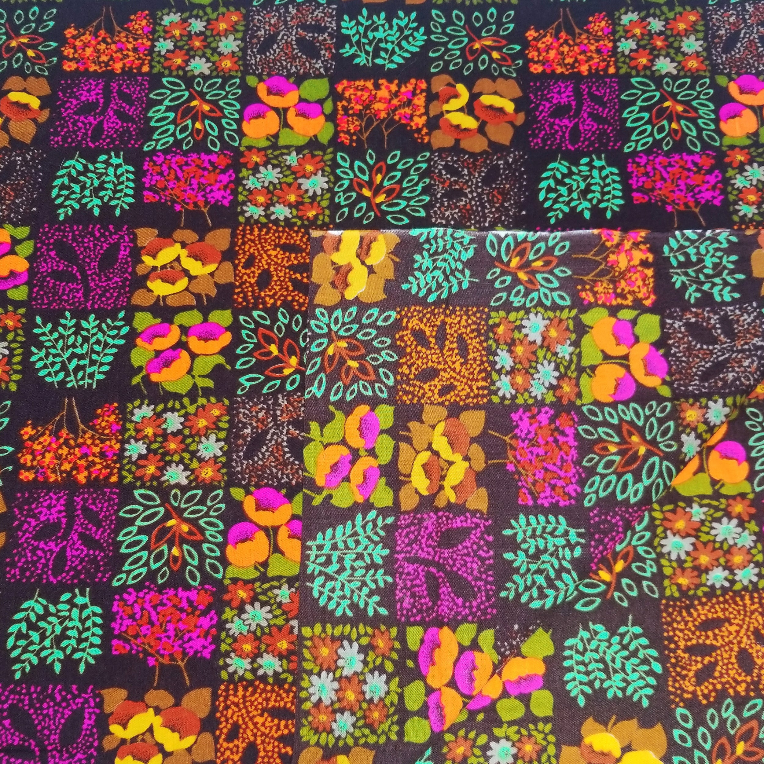 VINTAGE FABRIC BABY BOLT HALF-YARD -  SEVENTIES' HAWAIIAN FLORAL PRINT IN BRIGHTS & BROWN