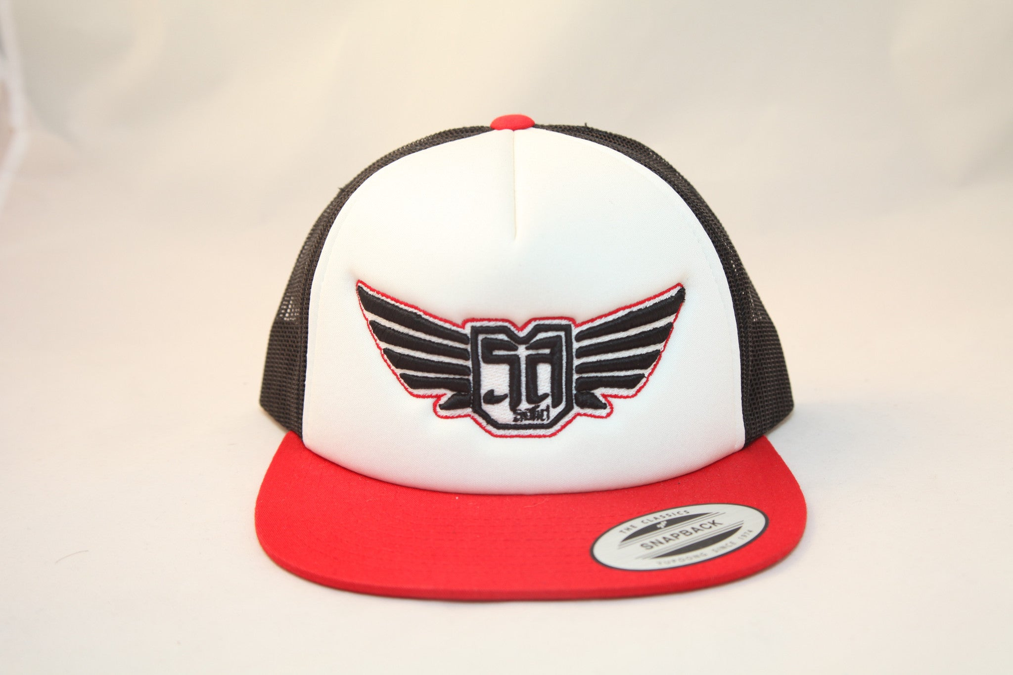 AV8 - TRUCKER - WHITE / BLACK / RED - BLK / WHT / RED LOGO