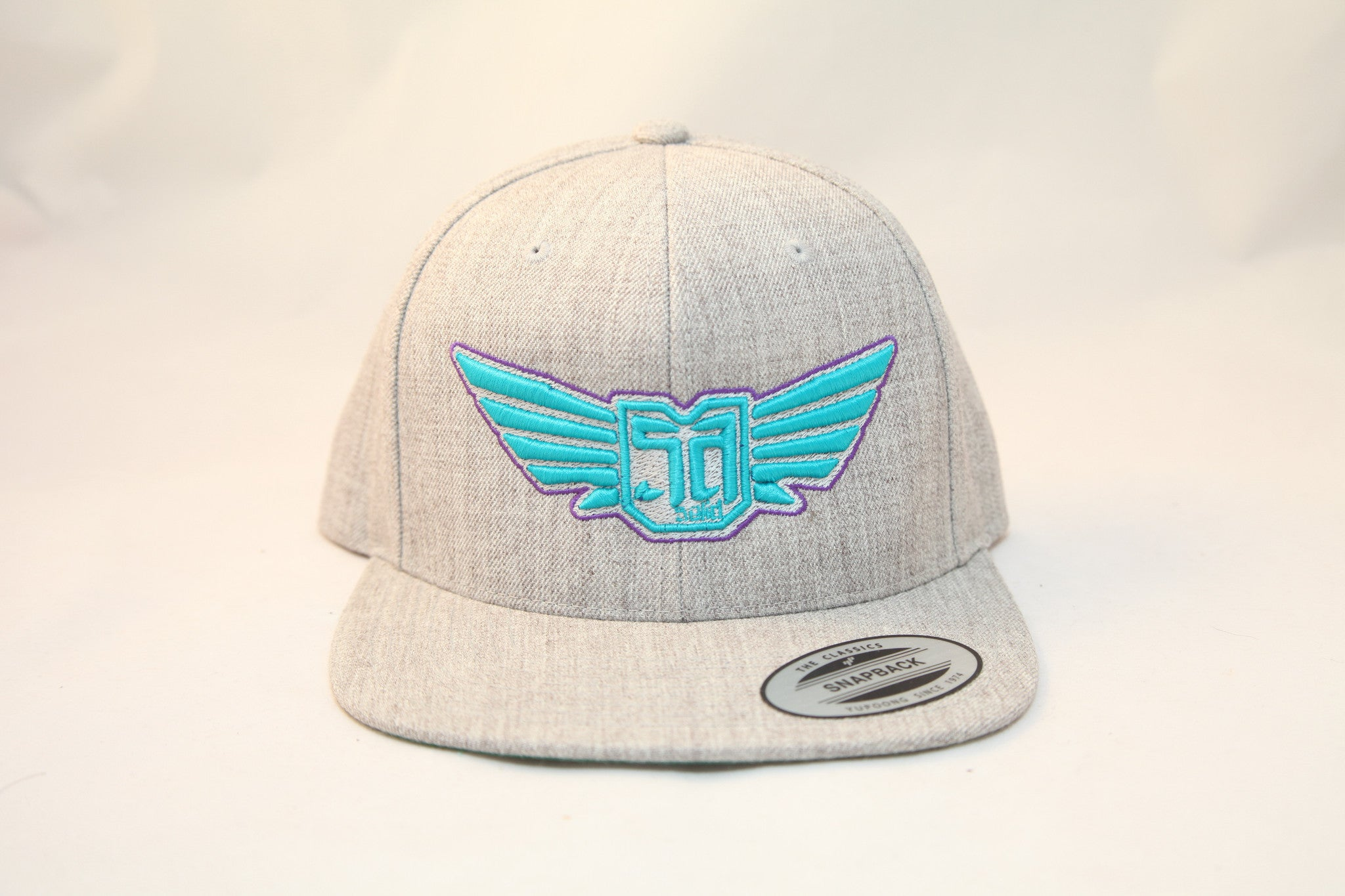 AV8 - FLEXFIT SNAP BACK HAT - ASH GREY - CYN / PRL LOGO