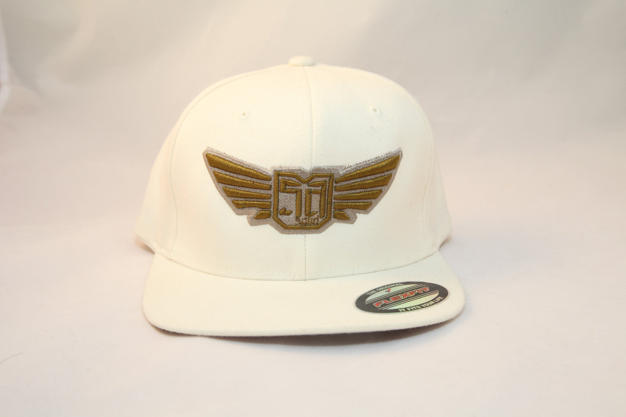 AV8 - FLEXFIT SNAP BACK HAT - WHITE - GLD / SLV LOGO