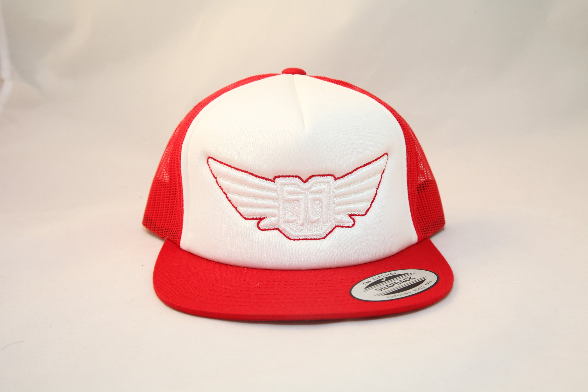 AV8 - TRUCKER - RED / WHITE - WHT / RED LOGO