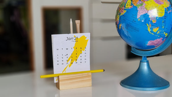 Desktop plantable seed paper calendars for 12 months with plantable pen and plantable pencils with wooden stand for 2021 year with 2 colour printing for corporate gifts and personal calendar gifts