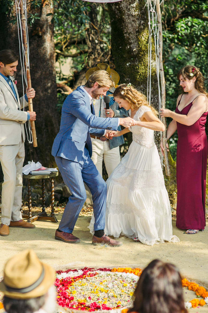 Colorful Bohemian Wedding in Northern California ao cuoi meera meera bridal
