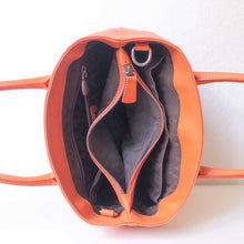 Charger l'image dans la galerie, An orange handbag from inside.