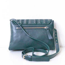 Charger l'image dans la galerie, A green crossbody bag from the back.