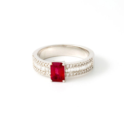 Bague or blanc rubis diamants baguettes