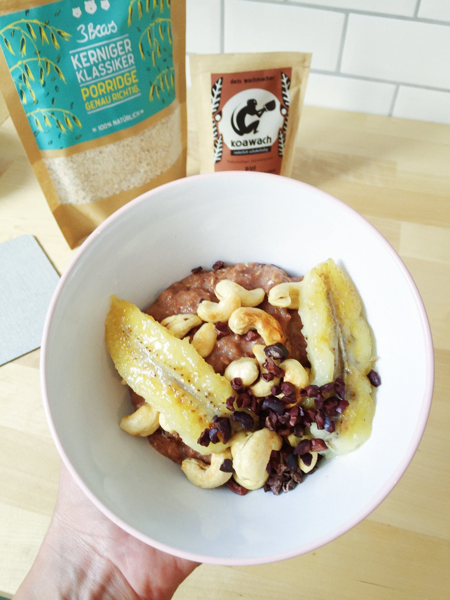 Porridge with caramel bananas