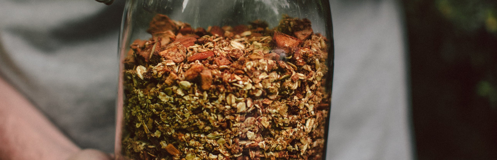Healthy, vegan snack for the game: Spicy summer granola