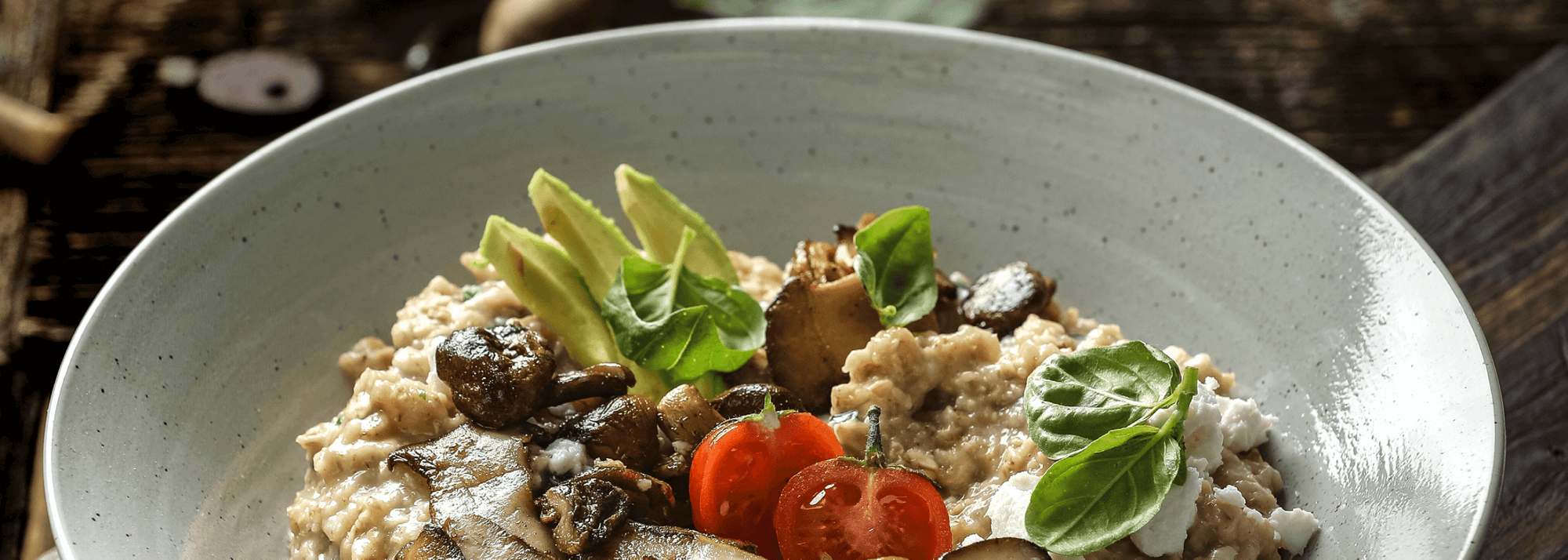 Spicy avocado porridge with wild mushrooms