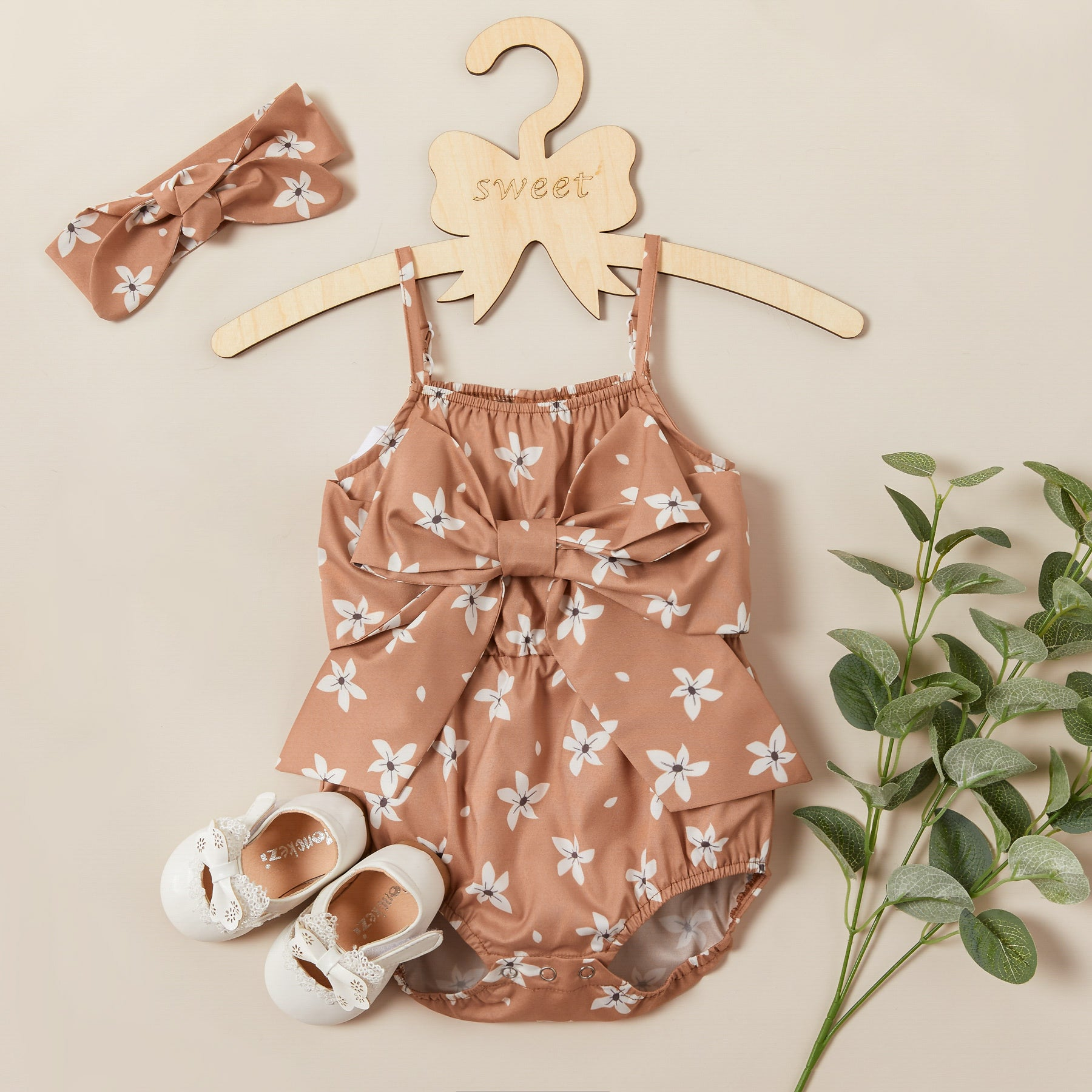 2-piece Baby / Toddler Bowknot Decor Flower Print Strappy Romper and Headband Set