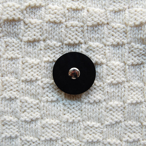 Jul Black Medium Pedestal Button
