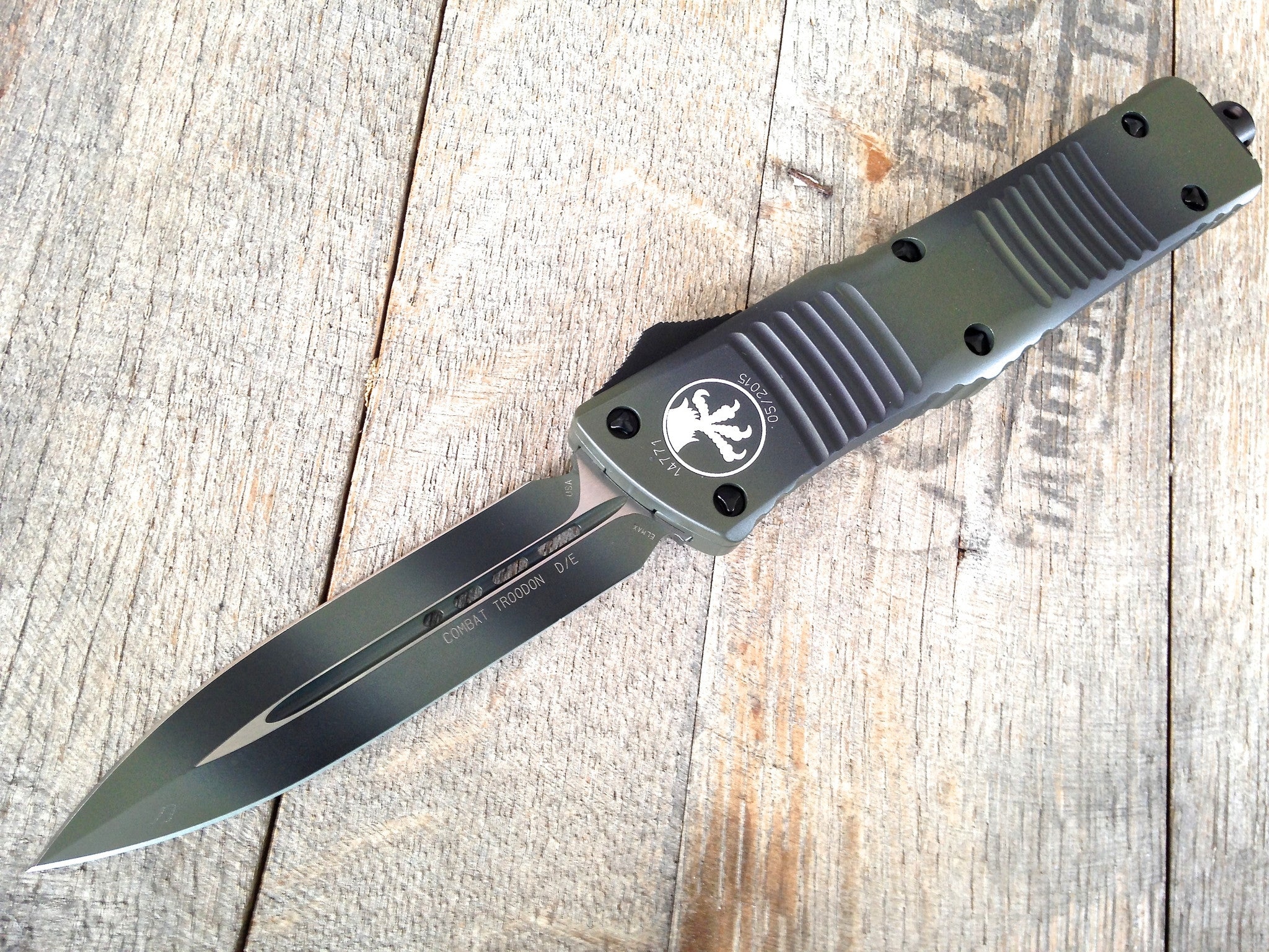 "Microtech Green Camo Combat Troodon OTF D/E Automatic Knife (3.8"" Plain) 142-1GC - GearBarrel.com"