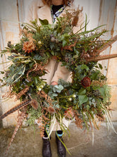 Load image into Gallery viewer, Christmas Door Wreath 'The Edie'