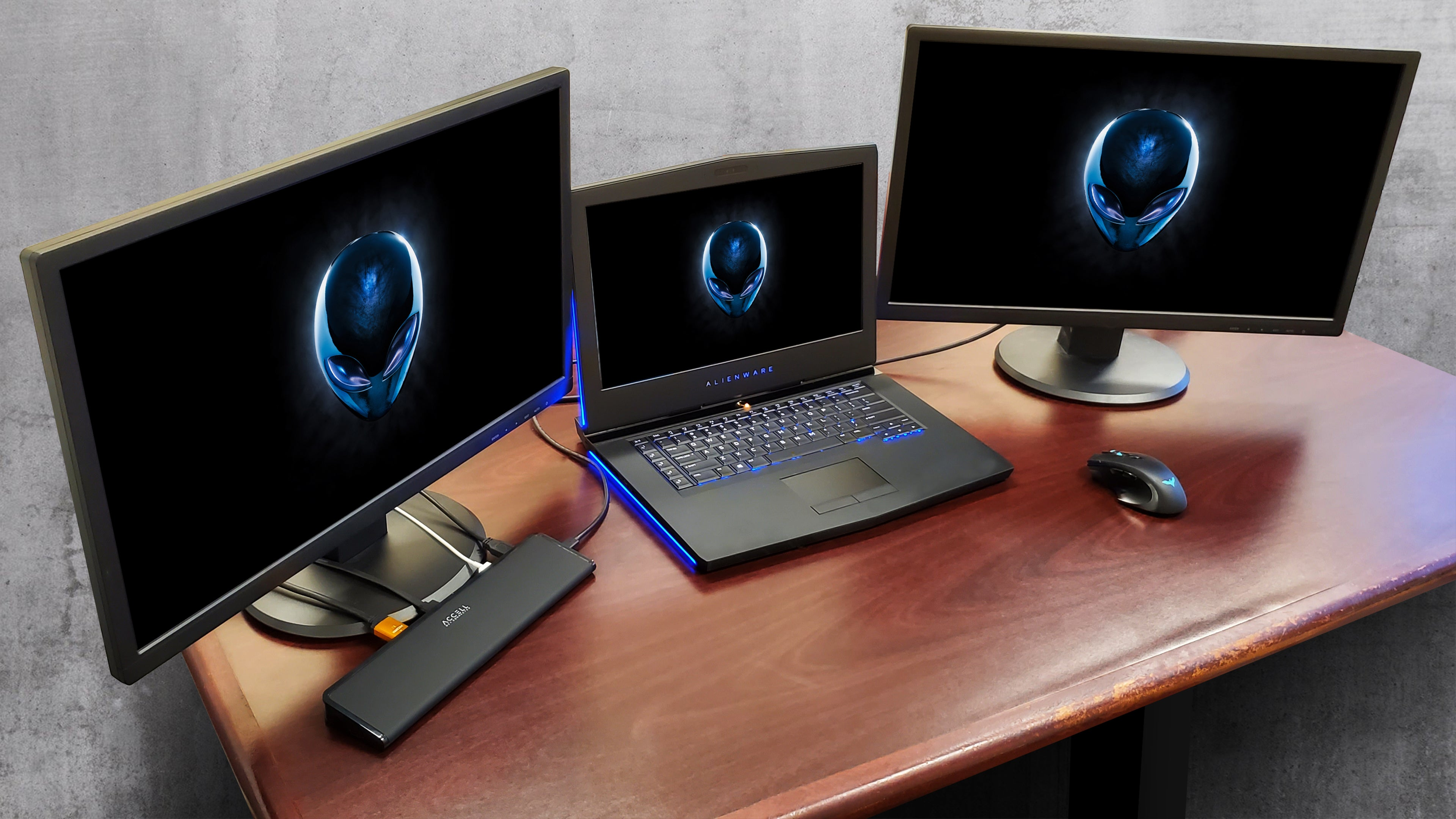 The driver-less dock effortlessly connects and expand 2 external monitor from host laptop