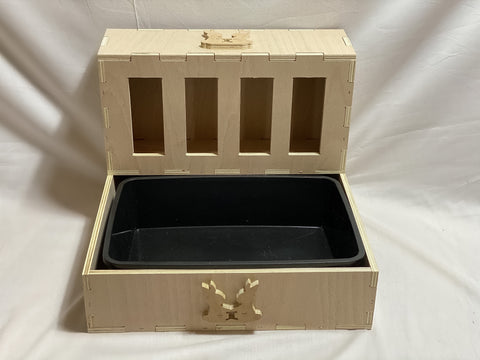 Small Feeder with Tray