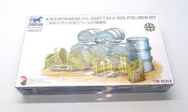 Bronco Models 1/35 Scale WWII Hungarian 20L Jerry Cans and 200L Drums Set