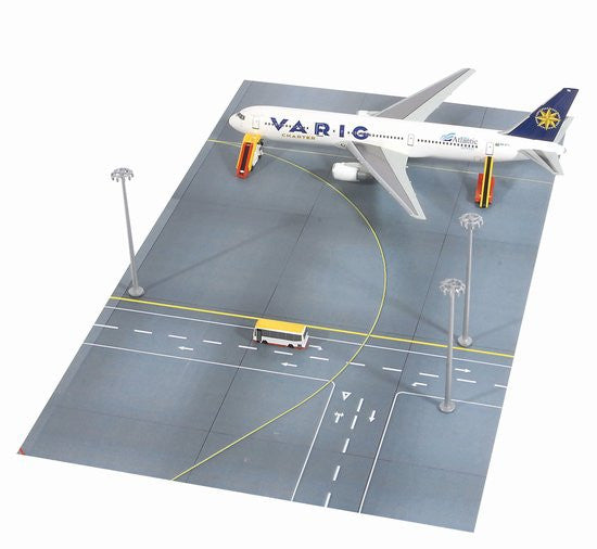 Dragon Varig Boeing 767-3001/400 Scale Diecast Model with Ground Service Vehicle