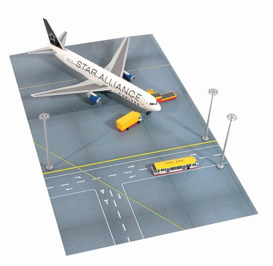 United Star Alliance Boeing 767-3001/400 Scale Diecast Model with Ground Service Vehicle