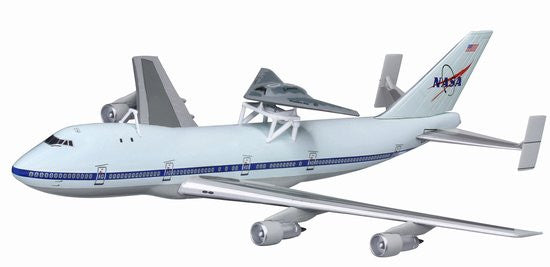 Boeing 747 with Phantom Ray X-45C Edwards AFB 1/400 Model with Stand
