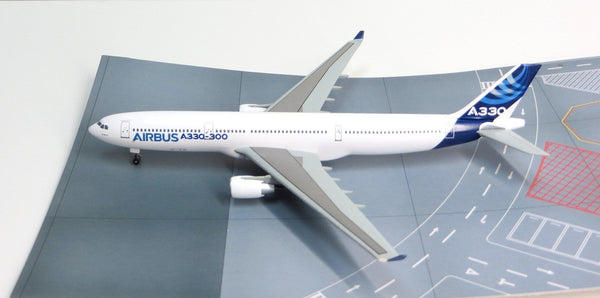 Airbus Corporate A330-300 1/400 Model w/ Stand & Gears