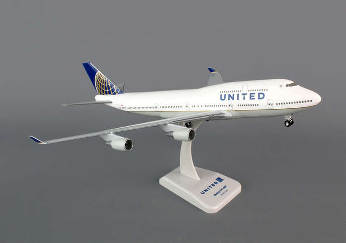 Hogan Wings United Airlines Boeing 747-400 1/200 Scale Model w Gears & Stand