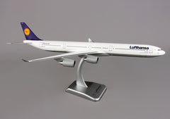 Hogan Lufthansa A340-600 1/200 Scale Model w Stand