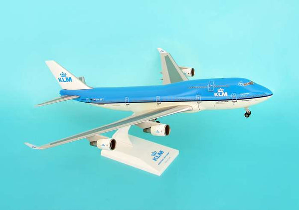 Skymarks Model KLM 747-400 1/200 Scale with Stand and Gears