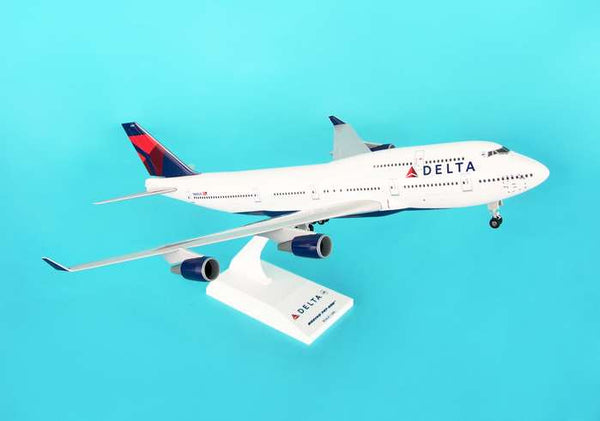 Skymarks Model Delta 747-400 1/200 Scale with Stand and Gears