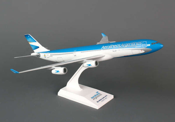 Skymarks Model Aerolíneas Argentinas Airbus A340-300 1/200 Scale Plane w/ Stand