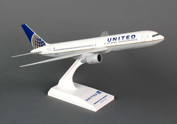 Skymarks Model United Airlines 767-300 1/200 Scale with Stand